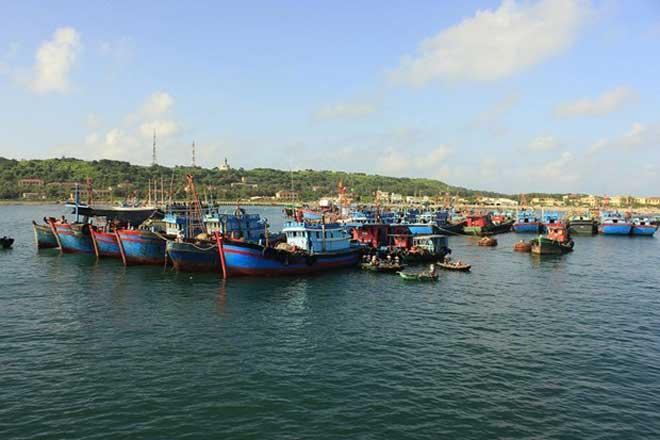 Bạch Long Vĩ, điểm tựa cho ngư dân vươn khơi bám biển (17/4/2018)