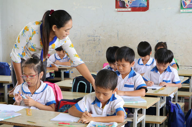 Cần sớm giải quyết dứt điểm vụ việc hơn 500 giáo viên bị cho thôi việc ở Krông Pắk, Đắk Lắk (4/4/2018)