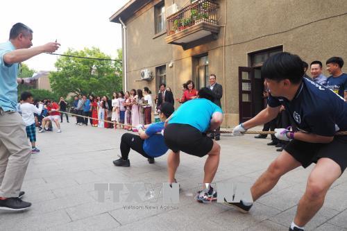 Chương trình Liên hoan Văn nghệ và giao lưu thể thao của Đại sứ quán Việt Nam với sự tham gia của Đại sứ quán Lào tại Trung Quốc.