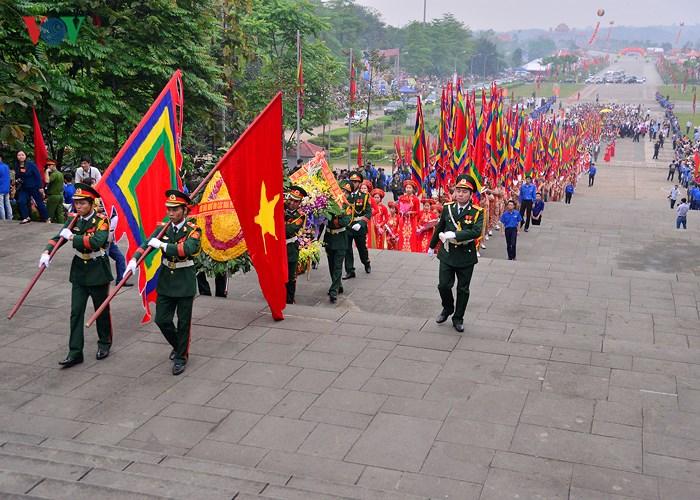 Sáng nay, Lễ dâng hương Giỗ Tổ Hùng Vương chính thức diễn ra tại đền Thượng trên núi Nghĩa Lĩnh, tỉnh Phú Thọ (Thời sự sáng 25/4/2018)