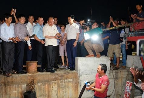 Thủ tướng Nguyễn Xuân Phúc kiểm tra công tác khắc phục hậu quả, khôi phục sản xuất sau sự cố môi trường tại Huế và Quảng Trị (Thời sự chiều 16/5/2018)