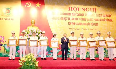 Thủ tướng Nguyễn Xuân Phúc: Thực hiện 6 điều Bác Hồ dạy là nhiệm vụ chính trị trọng tâm của cán bộ, chiến sĩ Công an nhân dân (Thời sự chiều 15/5/2018)