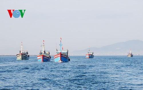 Âu tàu đảo Song Tử Tây-điểm tựa cho ngư dân bám biển nơi đầu sóng (25/5/2018)
