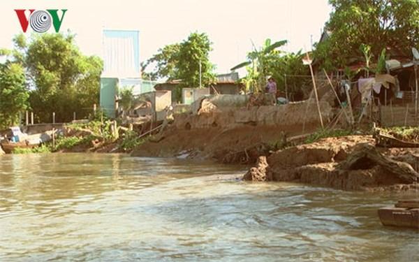 Tình trạng sạt lở đất ven sông khu vực Đồng bằng Sông Cửu Long (27/5/2018)