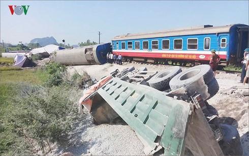 Bộ Giao thông Vận tải yêu cầu Tổng Công ty Đường sắt Việt Nam nghiêm túc kiểm điểm trách nhiệm của cá nhân, tổ chức có liên quan đến 4 vụ tai nạn đường sắt nghiêm trọng xảy ra trong những ngày qua (Thời sự chiều 28/5/2018)
