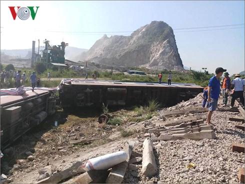 Về nguyên nhân liên tiếp xảy ra tai nạn đường sắt trong thời gian gần đây, Tổng Công ty Đường sắt Việt Nam cho rằng chủ yếu do ý thức từ chủ phương tiện đường bộ khi đi qua đường ngang đường sắt (Thời sự sáng 27/5/2018)