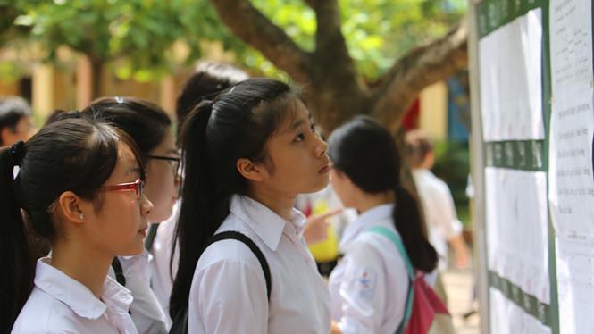 Điểm chuẩn vào lớp 10 tại các trường ở Hà Nội đều giảm khá mạnh, đặc biệt là những trường tốp đầu (Thời sự đêm 29/6/2018)