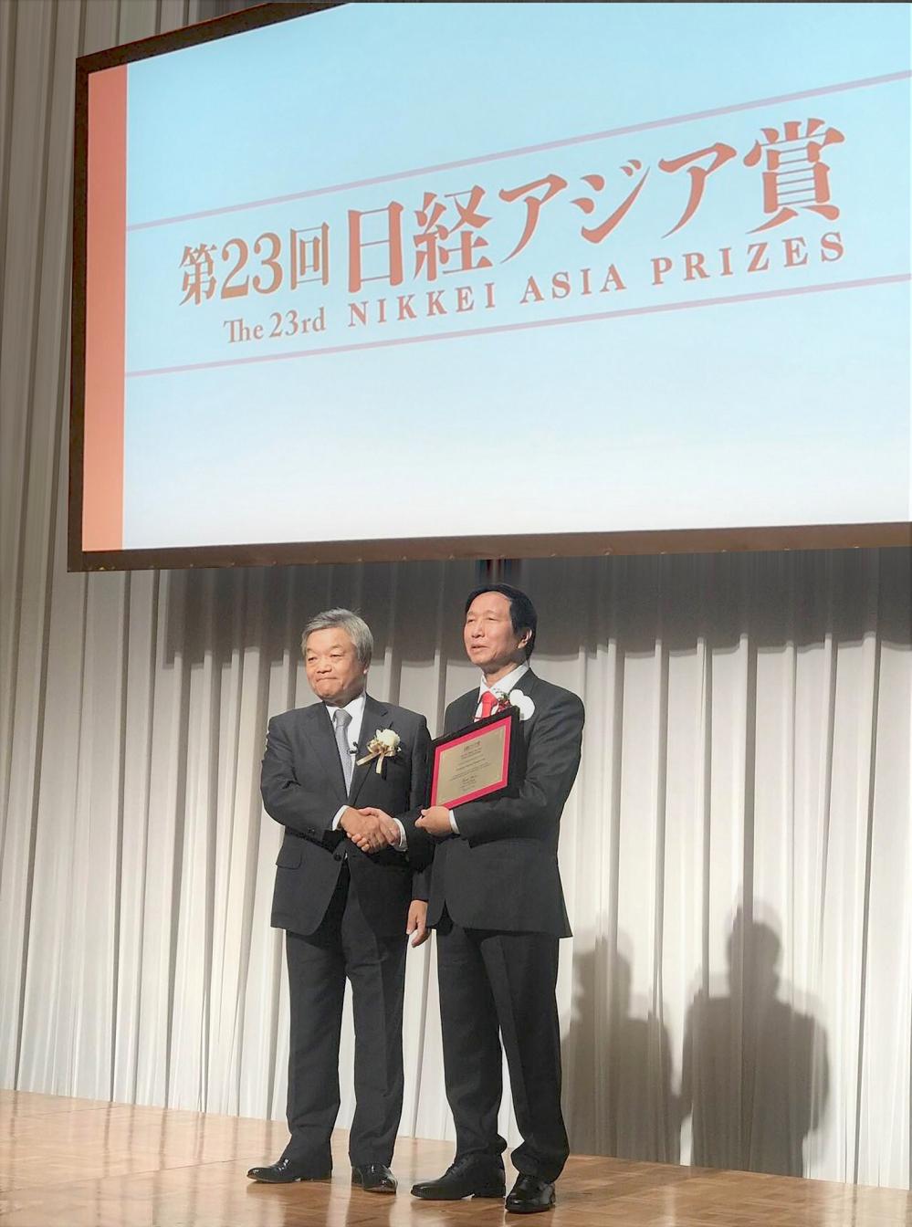 Giáo sư - Tiến sĩ Nguyễn Thanh Liêm - bác sĩ Việt Nam đầu tiên được vinh danh tại giải thưởng Nikkei châu Á (Thời sự đêm 13/6/2018)