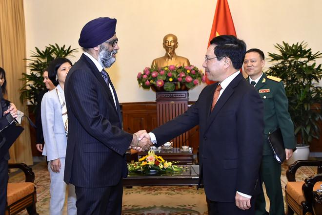 Canada tăng cường hỗ trợ Việt Nam trong đào tạo quốc phòng (7/6/2018)