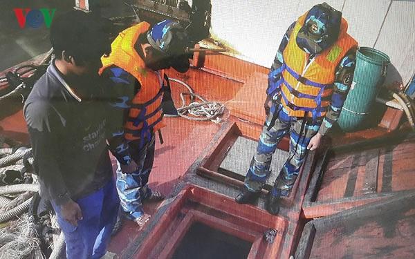 Vùng Cảnh sát biển 4 đấu tranh phòng chống buôn lậu trên biển (18/6/2018)