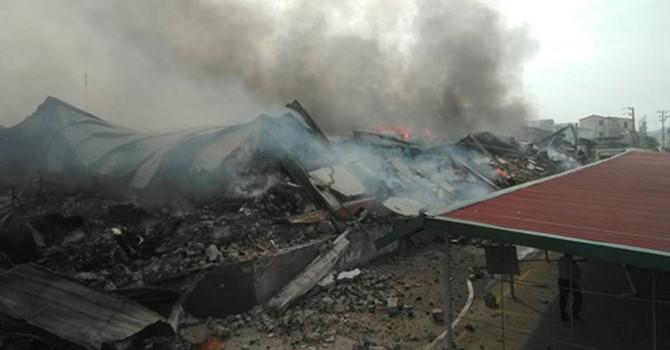 Cháy lớn ở Khu Công nghiệp Thụy Vân - Phú Thọ, 3 nhà xưởng bị thiêu rụi (Thời sự trưa 14/6/2018)