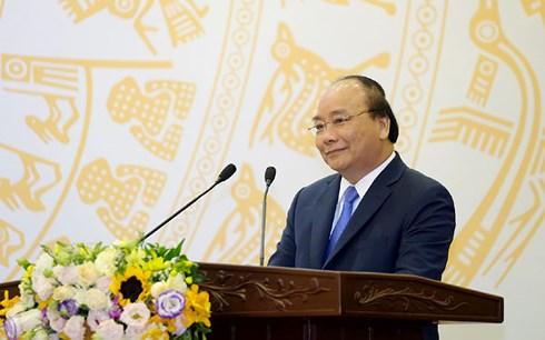 Thủ tướng Nguyễn Xuân Phúc đề nghị các cơ quan báo chí cần góp phần xây dựng niềm tin, tạo đồng thuận xã hội, phản bác thông tin sai trái, thù địch (20/6/2018)