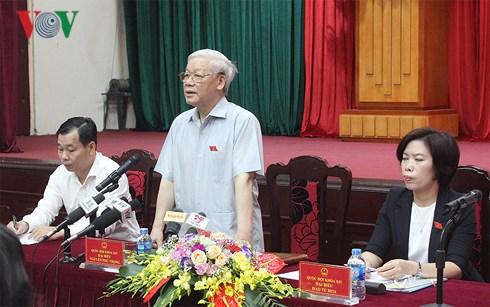 Tổng Bí thư Nguyễn Phú Trọng tiếp xúc cử tri tại 2 Quận Thanh Xuân và Hà Đông (Hà Nội) (Thời sự trưa 17/6/2018)