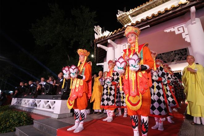 Mang truyền thống tốt đẹp của Phật giáo đến với du khách (5/7/2018)
