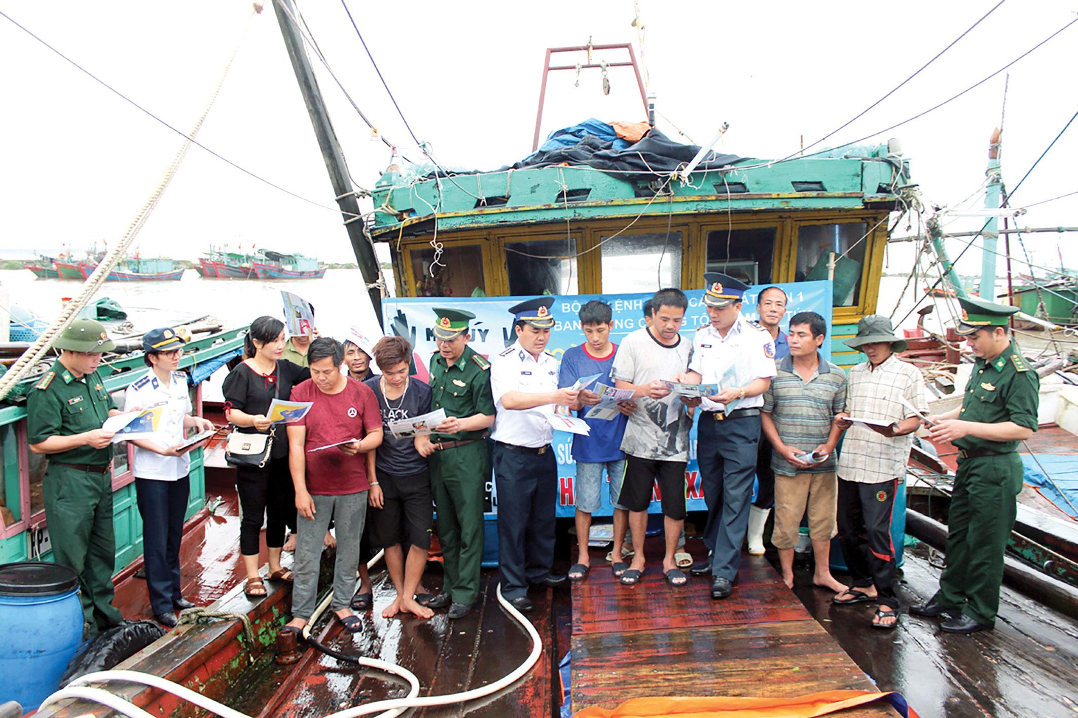Nâng cao kỹ năng bảo hộ cho ngư dân trên biển (11/7/2018)