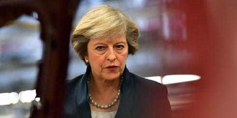 Chính phủ của Thủ tướng Anh Theresa May đang rơi vào tình thế nguy hiểm khi liên tiếp 2 Bộ trưởng đệ đơn từ chức vì bất đồng quan điểm với Thủ tướng về việc Anh rời Liên minh châu Âu (10/7/2018)