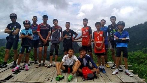 Chiều tối nay, 5 thành viên còn lại của đội bóng đá bị kẹt trong hang Tham Luang, tỉnh Chiềng Rai, Thái Lan được lực lượng cứu hộ đưa ra ngoài an toàn. Kết thúc thành công chiến dịch giải cứu (Thời sự đêm 10/7/2018)