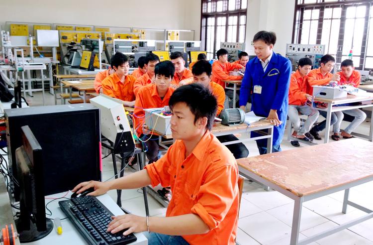 Đăng ký học nghề tại các trường đào tạo công nghệ thông tin có phải là xu hướng mới của nhiều bạn trẻ? (17/7/2018)