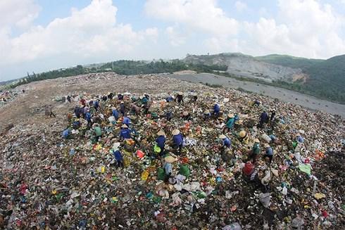 Cấm nhập khẩu phế liệu dạng tạm nhập tái xuất cứu Việt Nam khỏi thành bãi thải của thế giới (13/7/2018)