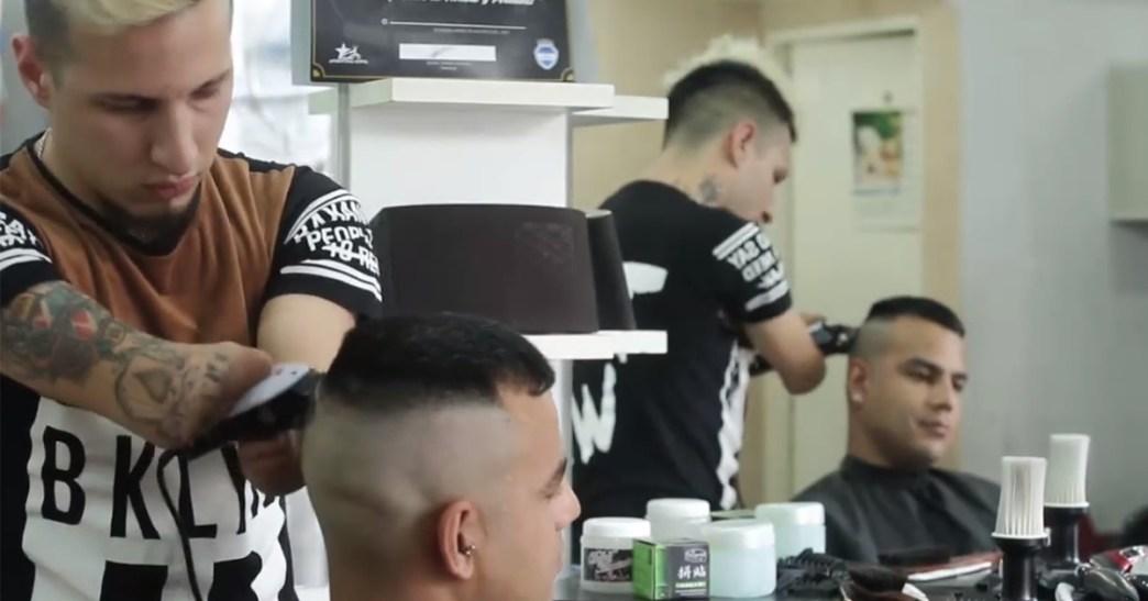 Nghị lực của người thợ cắt tóc khuyết tật cả hai tay (13/8/2018)