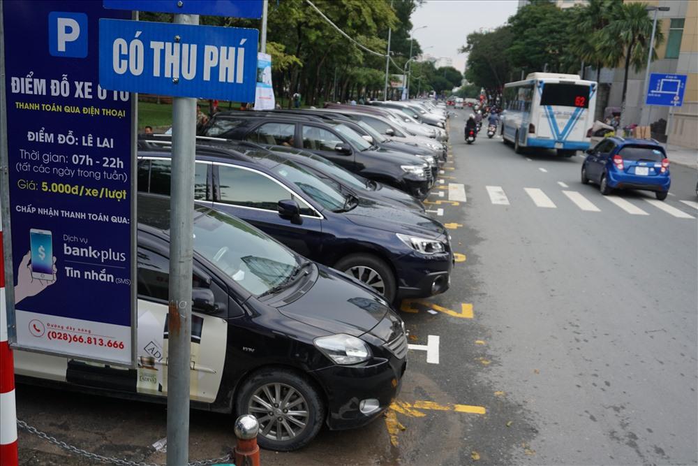 Ngày đầu tiên Thành phố Hồ Chí Minh thu phí đỗ ôtô bằng công nghệ với mức giá mới, cao gấp 5 lần mức cũ (1/8/2018)