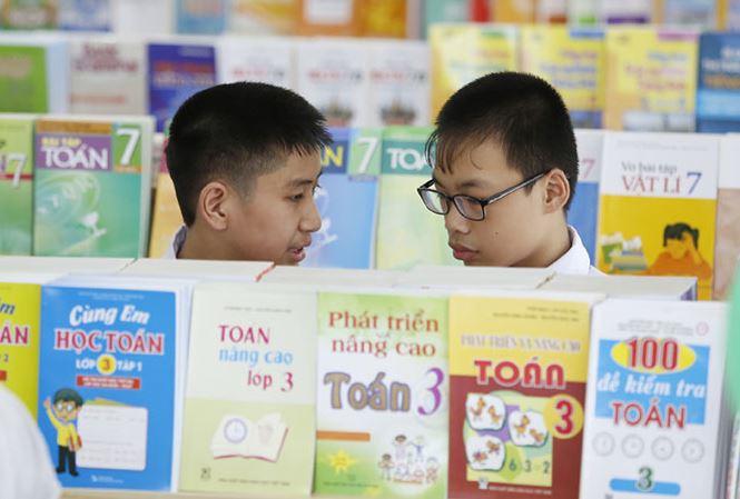 Có hay không việc thao túng thị trường sách giáo khoa? (23/8/2018)