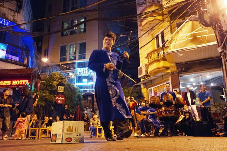 Âm nhạc đường phố Hà Nội: Những gam màu khác biệt (1/8/2018)
