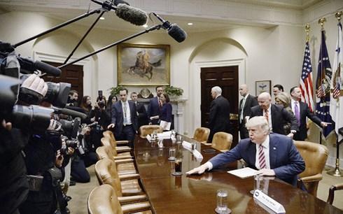 """""""Cuộc chiến"""" giữa Tổng thống Donald Trump và giới truyền thông tăng nhiệt (7/8/2018)"""