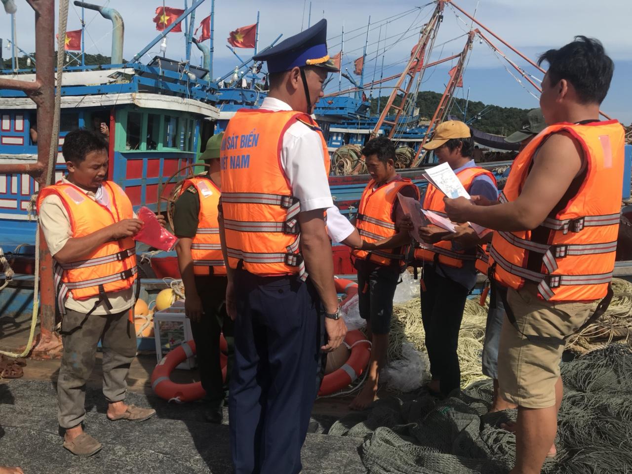 Hướng dẫn neo đậu tàu thuyền trong mưa bão (17/8/2018)