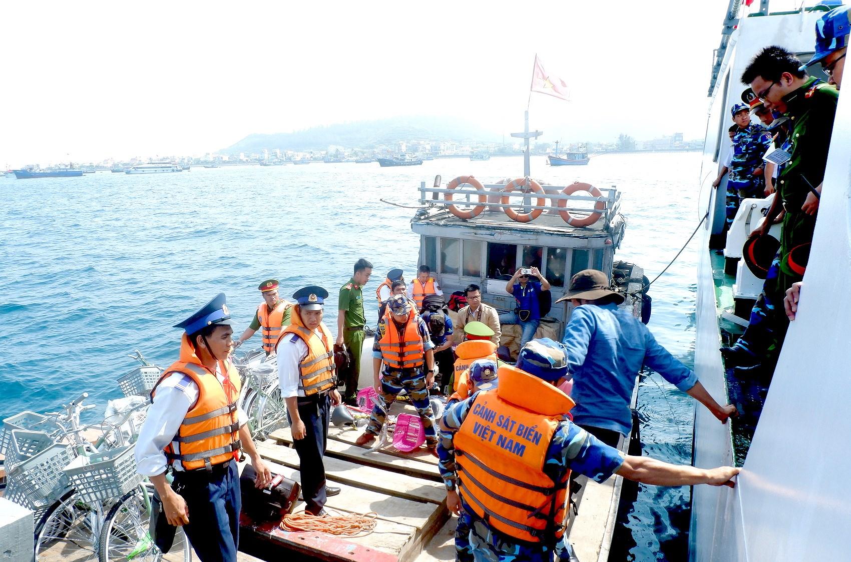 """Hiệu quả từ mô hình """"Cảnh sát biển đồng hành cùng ngư dân"""" (20/8/2018)"""