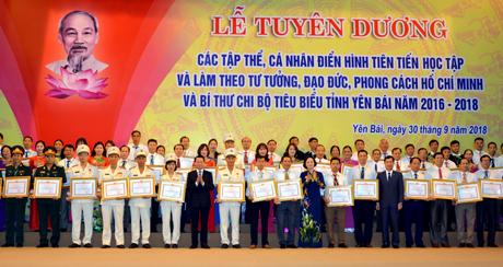 Tuyên dương điển hình tiên tiến và Bí thư Chi bộ điển hình nhân Kỷ niệm 60 năm ngày Bác Hồ thăm Yên Bái (Thời sự đêm 30/9/2018)