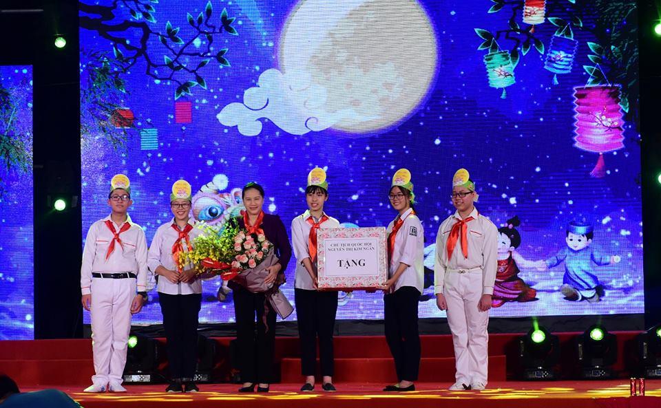 Chủ tịch Quốc hội Nguyễn Thị Kim Ngân dự Đêm hội trăng rằm 2018 của Thiếu nhi Hà Nội (Thời sự đêm 20/9/2018)