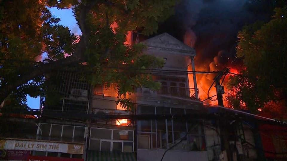 19 căn nhà bị cháy với 31 hộ và 99 nhân khẩu bị ảnh hưởng trong vụ cháy xảy ra tại khu vực Đê La Thành (18/9/2018)