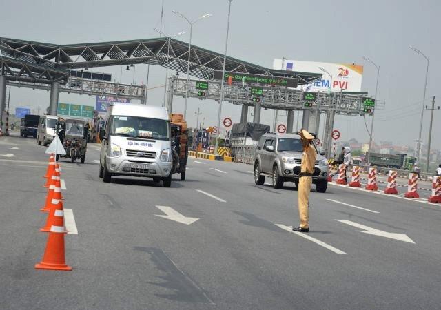 Cảnh sát giao thông có nên xử lý vi phạm an toàn giao thông trên đường cao tốc? (28/9/2018)