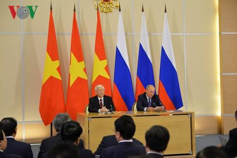 Tổng Bí thư Nguyễn Phú Trọng và Tổng thống Putin chứng kiến lễ ký kết các văn kiện hợp tác giữa hai bên và phát biểu với báo chí (Thời sự sáng 7/9/2018)