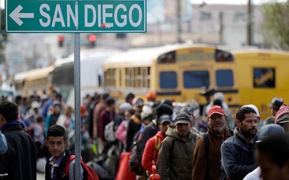 Người dân Mỹ, Mexico khốn đốn vì bức tường biên giới (10/1/2019)