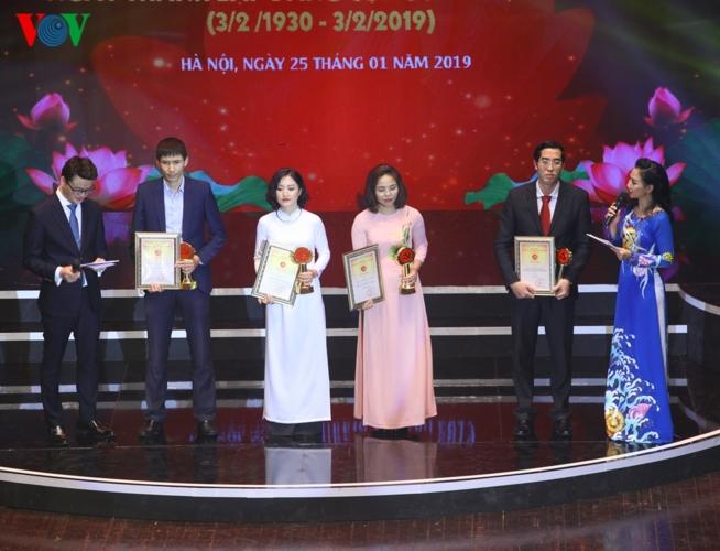 Trao giải Búa liềm vàng lần thứ 3 năm 2018, Đài Tiếng nói Việt Nam giành 5 giải, trong đó có 1 giải A (Thời sự sáng 26/1/2019)