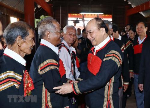 Thủ tướng Nguyễn Xuân Phúc thăm hỏi, tặng quà Tết bà con các dân tộc huyện Chư Juts, Đắk Nông (Thời sự trưa 15/1/2019)