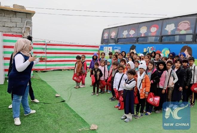 Mô hình trường học trên những chuyến xe buýt dành cho trẻ em nghèo ở ngoại ô thủ đô Bagdad của Iraq (8/1/2019)