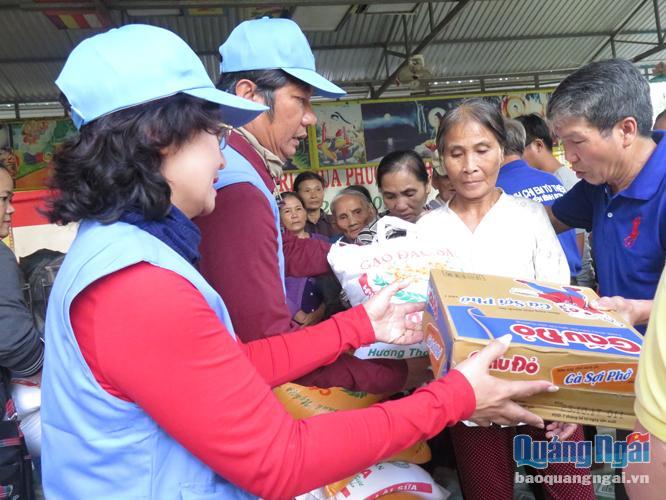 Nhiều địa phương tổ chức, chăm lo Tết cho người dân (Thời sự trưa 25/1/2019)