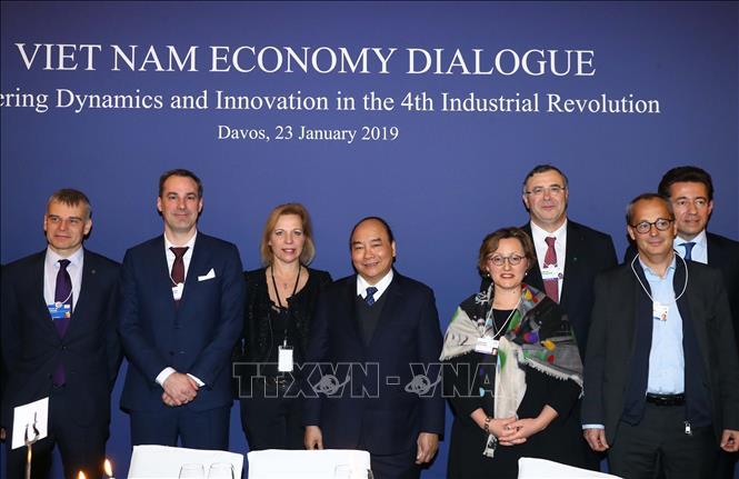 Thủ tướng Nguyễn Xuân Phúc kêu gọi đầu tư và tạo ra các sản phẩm 4.0 tại Việt Nam (Thời sự trưa 24/1/2019)