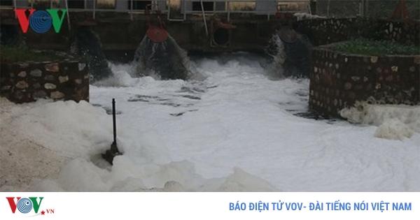 Hà Nam - Nước sông Nhuệ tiếp tục nổi bọt trắng xoá, ảnh hưởng đến sản xuất (9/1/2019)