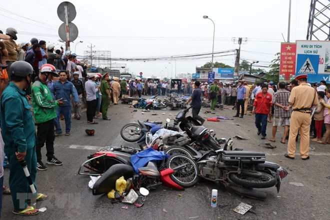 Đã xác định được nguyên nhân và danh tính lái xe container gây tai nạn tại Bến Lức, tỉnh Long An khiến 4 người thiệt mạng và hàng chục người khác bị thương (Thời sự đêm 2/1/2019)
