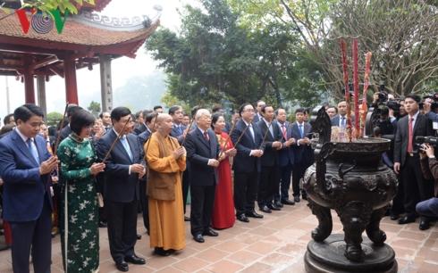 Tổng Bí thư, Chủ tịch nước Nguyễn Phú Trọng và kiều bào thả cá chép tiễn ông Công, ông Táo (Thời sự chiều 26/1/2019)
