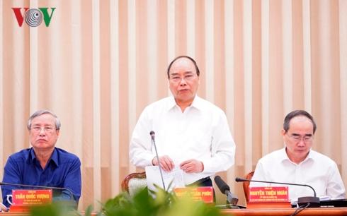 """Thủ tướng Nguyễn Xuân Phúc chỉ đạo các bộ ngành phải cùng """"xắn tay áo"""" đưa Thành phố Hồ Chí Minh tiến bước, không chỉ sánh ngang với các thành phố ở Đông Nam Á mà là châu Á (Thời sự chiều 12/1/2019)"""
