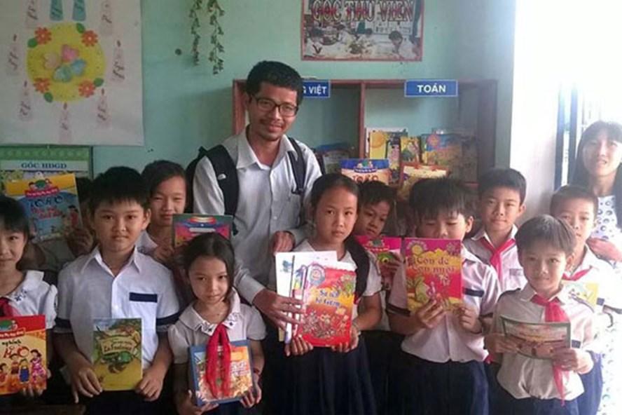 Mừng tuổi sách để gieo mầm tri thức cho con trẻ (10/1/2019)