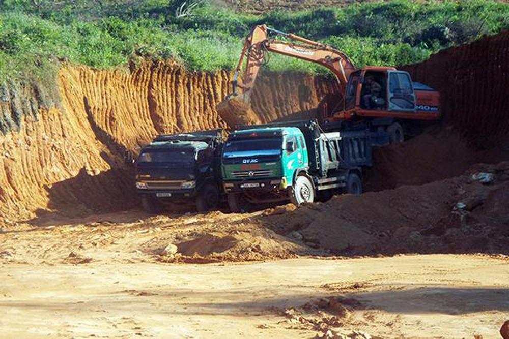 Tình trạng khai thác đất đá trái phép vẫn xảy ra ở Hà Tĩnh (14/10/2019)