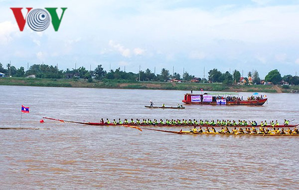 Lễ hội đua thuyền truyền thống nhân mùa lễ Ork Phansa ở Lào (17/10/2019)