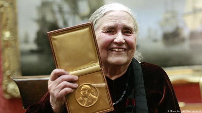 Cuộc đời và sự nghiệp của Doris Lessing: Nữ nhà văn từng đạt giải Nobel về Văn học, đồng thời là một biểu tượng lớn về nữ quyền nhân dịp kỷ niệm 100 năm ngày sinh của bà (26/10/2019)