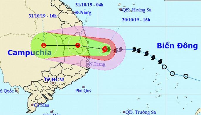 THỜI SỰ 21H30 ĐÊM 30/10/2019: Đêm nay, bão số 5 đổ bộ vào đất liền các tỉnh Quảng Ngãi, Bình Định, Phú Yên và sau đó suy yếu thành áp thấp nhiệt đới. Các tỉnh trong vùng bị ảnh hưởng đã tích cực nhiều giải pháp ứng phó. Học sinh tại Quảng Ngãi sẽ được nghỉ học trong ngày mai